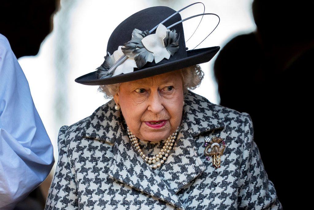 Resultado de imagen para isabel II celebra sus 69 años en el trono inglés pero confinada