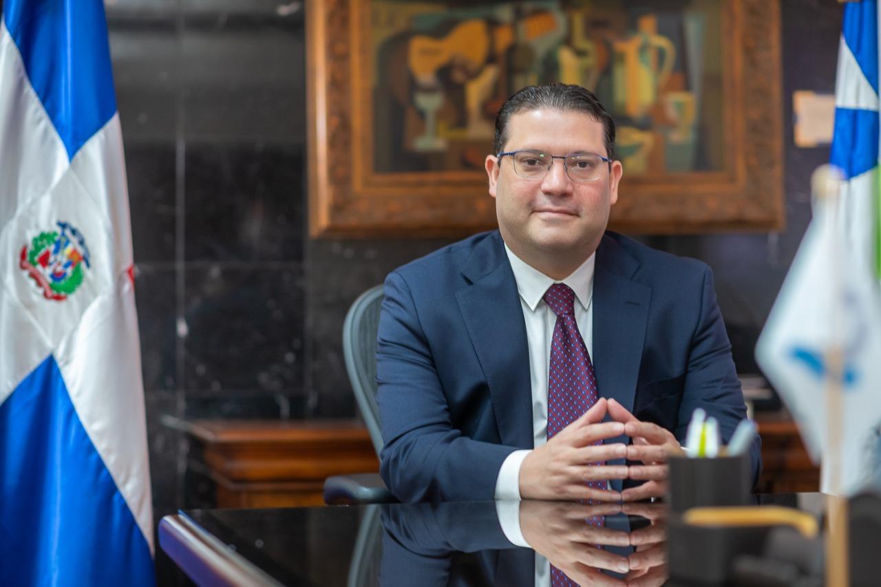 Director de Aduanas dice se enfoca en modernizar los puertos y aeropuertos  - Z 101 Digital